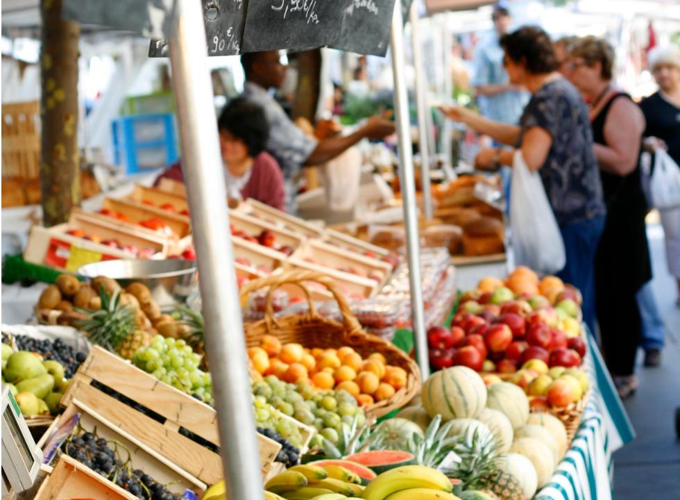 5 bons motivos para trocar supermercados por feiras