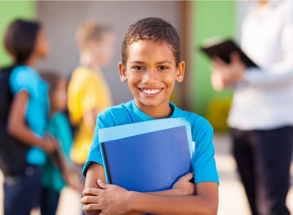 Escolas não podem cobrar taxa extra no momento da rematrícula