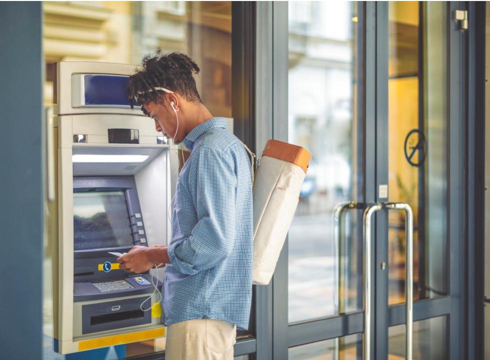 Bancos ignoram realidade e tarifas seguem galopantes: é hora do digital?