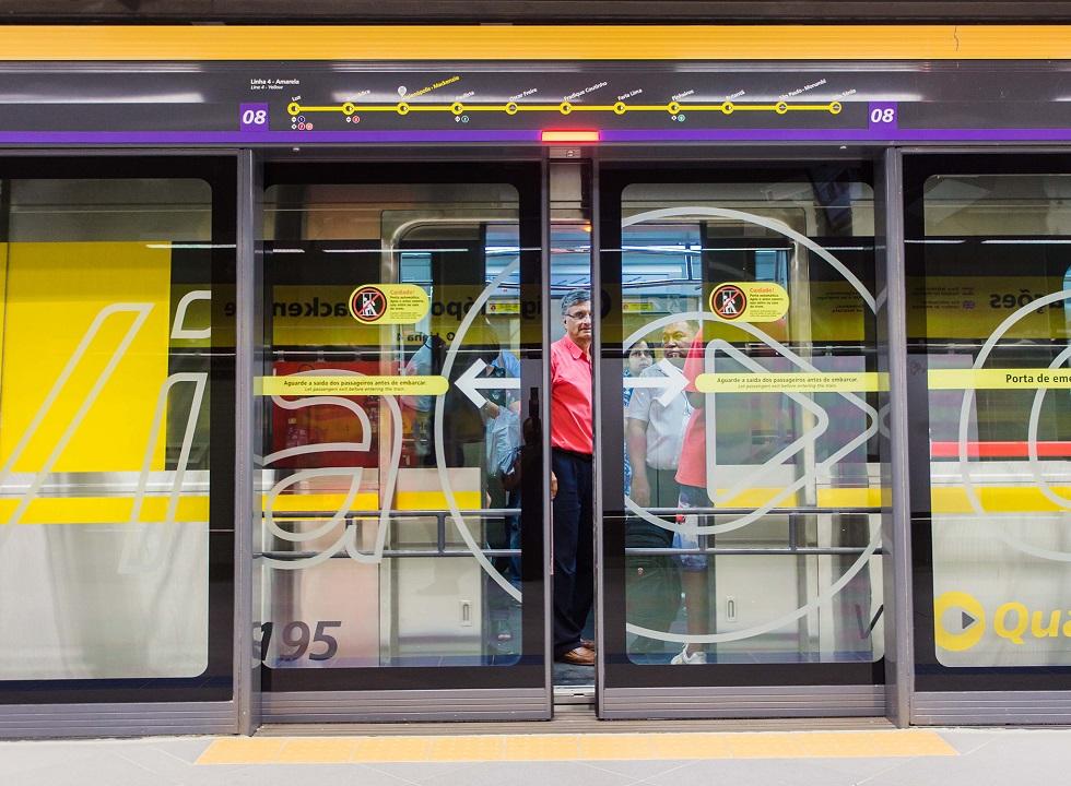 Justiça impede uso de câmera que coleta dados faciais do metrô em SP