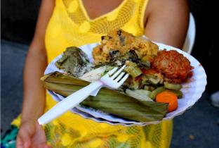Com comida grátis, Banquetaço protesta contra fim de conselho no governo