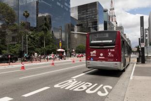 Prefeitura de SP suspende assinatura de contratos de licitação de ônibus
