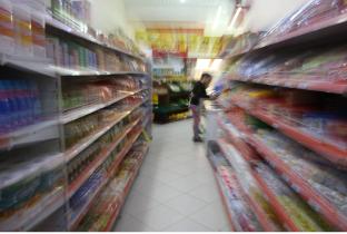 Mercado e farmácia são alvo de inquérito sobre 'falso' leite em pó