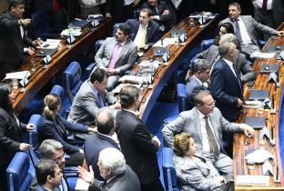 Contra sociedade e Congresso, Bolsonaro mantém extinção do Consea