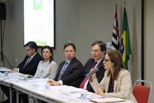 Idec participa de ato que defende PL que combate superendividamento