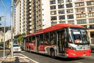Prefeito de SP declara apoio a PL que regulamenta licitação de ônibus